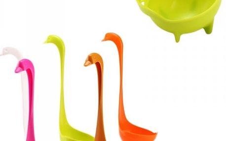 Naběračka v designu labutě - různé barvy