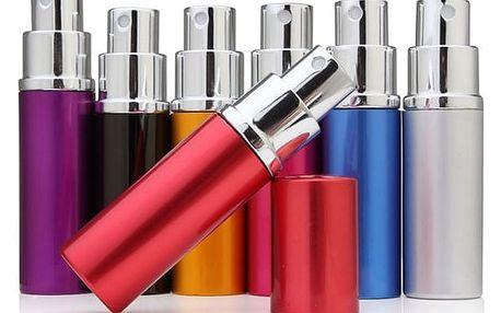 Prázdná lahvička s rozprašovačem na parfémy