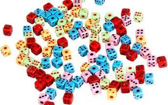 Sada 50 kusů barevných hracích kostek - skladovka - poštovné zdarma