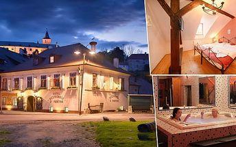 Romantický pokoj, slavnostní večeře a sauna v hotelu U Martina s výhledem na zámek Rožmberk
