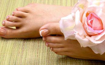Koupel nohou + hřejivá masáž kotníků a chodidel