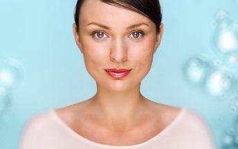 Ruční kosmetická péče s liftingovou maskou