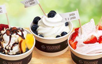 Frozen Yogurt s čerstvým ovocem a posypy