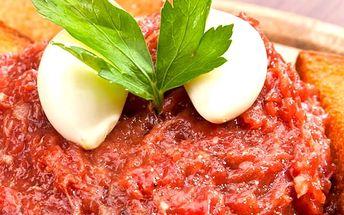 Půl kila tataráku + 10 topinek v restauraci Městské lázně, fantastická nabídka pro milovníky masa.