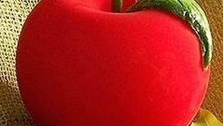 Krásná dekorace svíčka červené nebo zelené jablko. Krásná interiérová dekorace.