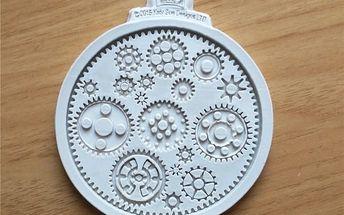 Silikonová forma na pečení ve steampunk designu - poštovné zdarma