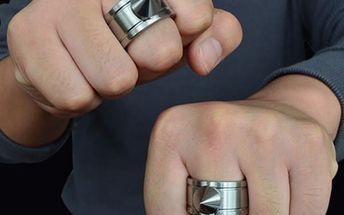 Unisex prsten s ostnem na sebeobranu