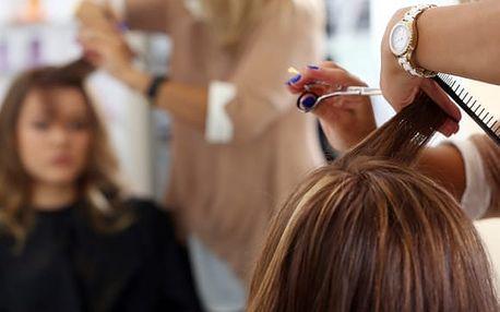 Kadeřnické balíčky pro všechny délky vlasů - mytí, střih, barva či melír u metra B Křižíkova