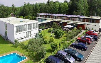Lázeňský pobyt s procedurami a neomezeným vstupem do vyhřívaného bazénu v sanatoriu Dr. Petáka