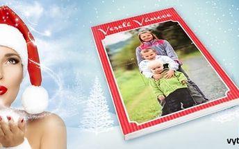 Adventní kalendář z vašich fotografií s překvapením uvnitř. Dejte svým blízkým jeden z vánočních dárků už o trochu dřív. Adventní kalendář je totiž nejen každý den potěší krásnými vzpomínkami na fotkách, ale na Štědrý den v něm také najdou nástěnný kalend