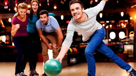 2 hodiny bowlingu a 8 piv pro partu až 8 kamarádů