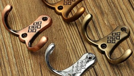 Kovový držák na zavěšení oblečení - 2 barvy - poštovné zdarma