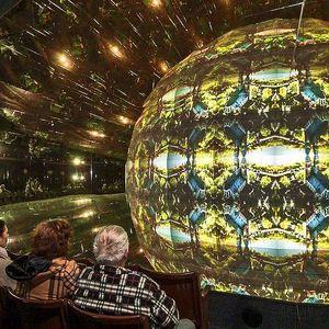 Zrcadlový labyrint a kaleidoskopické kino