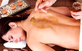 Medová masáž zad a šíje s uvolňující masáží nohou