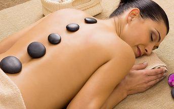 Hřejivá masáž s lávovými kameny