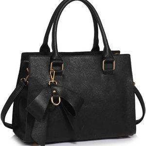 Dámská černá kabelka Eleiny 374c