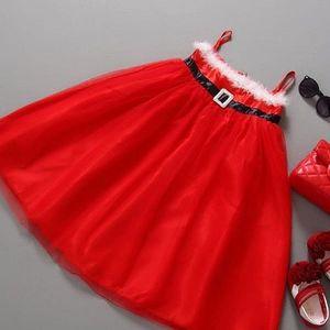 Malé princezničky milují šatičky. Těch není nikdy dost. Nádherné dětské vánoční šaty.