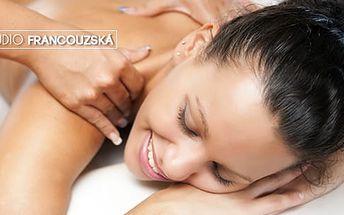 Reflexní masáž chodidel, indická masáž hlavy nebo odblokování krční páteře, zad a šíje