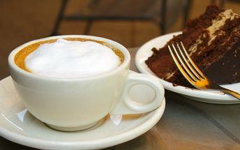 Dvě kávy nebo dva dorty a káva v Campus Cafe