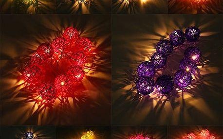 Dekorativní řetěz s ratanovými ozdobami - různé barvy