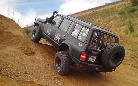 30 min adrenalinu v Hummeru nebo Nissanu