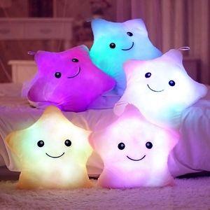Plyšová LED hvězdička měnící barvy