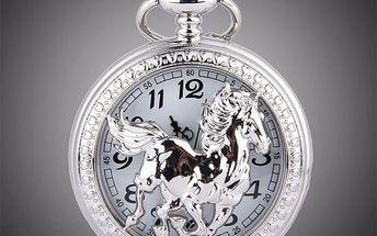 Retro kapesní hodinky s motivem koně - stříbrná barva