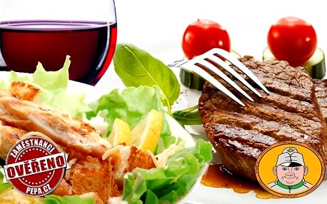 2x rumpsteak se zeleninou, hranolky, Caesar salátem a vínem ve Švejk Restaurantu v Praze