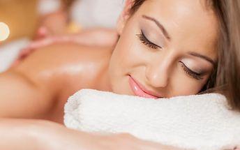 Balíček 3 hodinových masáží šíje, zad, ramen a plosek nohou masážním olejem vysoké kvality v Plzni.