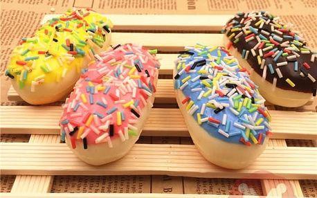 Měkká hračka ve tvaru bagetky s barevným sypáním