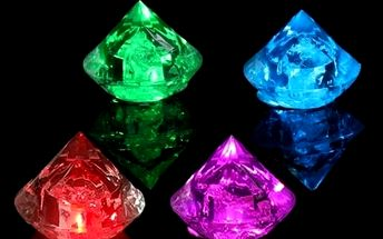 LED světýlko ve tvaru diamantu - barevné