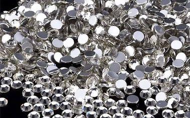 Průhledné krystalky s plochými zády