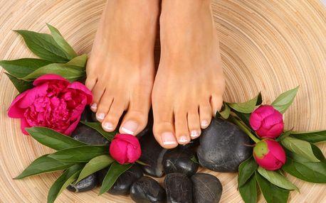 Kompletní profesionální péče o vaše ruce a nohy - manikúra či pedikúra s možností gel laku