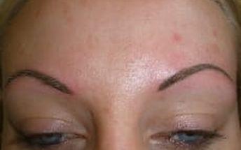 Permanentní make up: horní nebo dolní oční víčka, obočí nebo rty + kontura a výplň