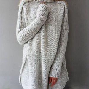 Dámský svetr s rolákem v ležérně volném stylu