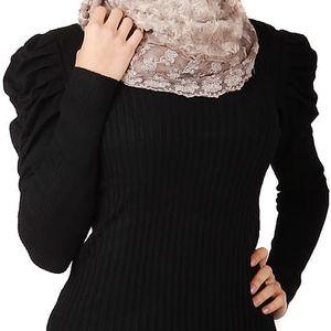Dámský elegantní svetřík s nabíraným rukávem černá