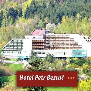 4denní wellness pobyt pro jednoho v hotelu Petr Bezruč***, s polopenzí, bazénem, infrasaunou, aj.