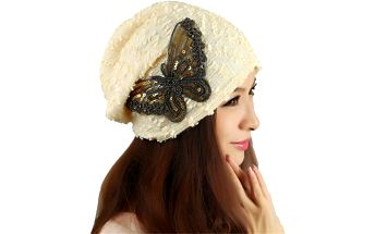 Dámská čepice s motivem motýlka