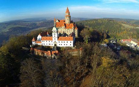Romantický pobyt s polopenzí pro dva přímo pod hradem Bouzov s dítětem do 6 let zdarma