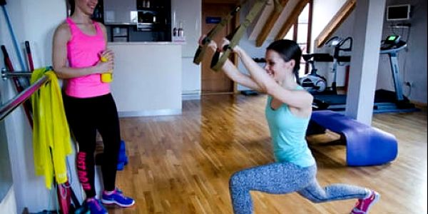 55% sleva na hodinu cvičení Pilates s profi trenérkou Janou. Darujte k Vánocům efektivní cvičení s fantastickými výsledky.4