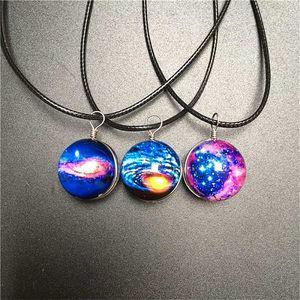 Dámský náhrdelník s galaktickými vzory
