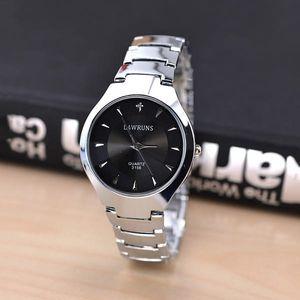 Módní kovové hodinky pro muže i ženy