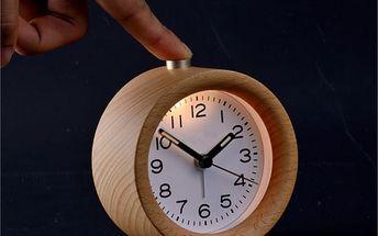 Stolní hodiny ze dřeva