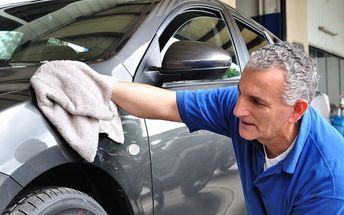 Generální úklid auta: kompletní ruční mytí vozu s tepováním sedaček v myčce Wash Cars