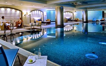 Hotel v centru Varšavy se snídaní i saunou