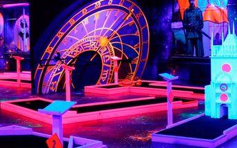 Hodinový zážitek na neonovém minigolfu