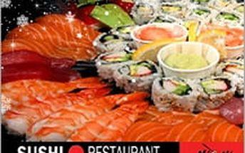 Veselé vánoční sushi hody! KVánocům patří ryba, tak proč by tentokrát nemohla být zabalená jako sushi?