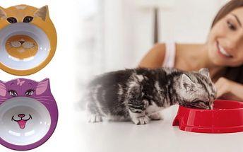 Originálnímiskave tvaru kočičí hlavy.K výbavě každé kočičky patří vhodná miska na krmivo a vodu.