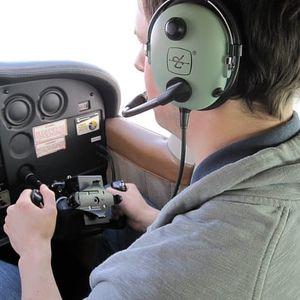 Pilot letadla na zkoušku v Praze