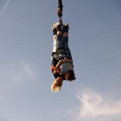 Bungee jumping z jeřábu v Jihomoravském kraji
